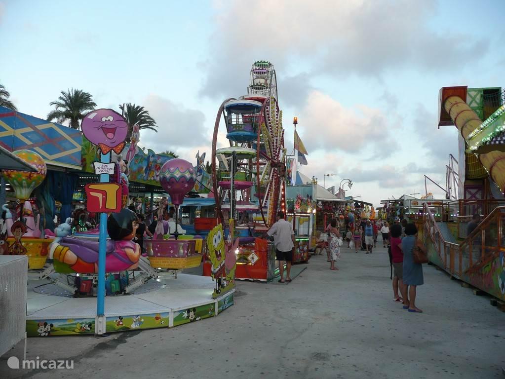 Torrevieja is de dichtstbijzijnde grote stad (10km van Casa Veda, 40.000 inwoners) en biedt een prachtige boulevard, avondmarkt en een zomer kermis voor zowel de jonge als oudere kinderen.