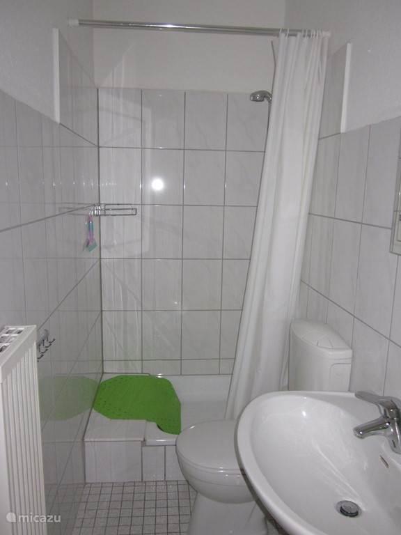 De badkamer bij de tweede slaapkamer