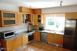 Grote en volledig ingerichte keuken