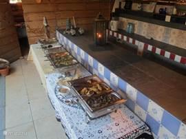 Heerlijk eten bij de buitenbar