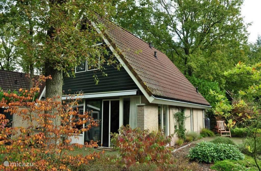 Bij de vakantiewoning Voortwisch FAIRWAY zijn meerdere terrassen zodat u optimaal kunt genieten van de fraaie tuin