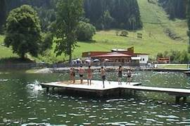 Volop zwemplezier in het Freibad in de zomer, op loopafstand van het chalet. In Murau is ook een groot overdekt zwembad aanwezig.