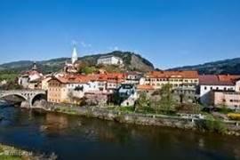 Een blik op Murau, een middeleeuws stadje met een rijke geschiedenis, een brouwerij en gezellige pleintjes met authentieke huizen.
