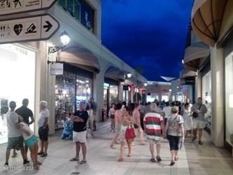 La Zenia boulevard ook s'avonds volop winkelplezier