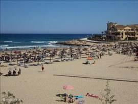 Het strand La Zena bevindt zich op ca. 5 kilometer, binnen 10 minuten te bereiken met de auto. 2 Strandbedden zijn tot uw beschikking.