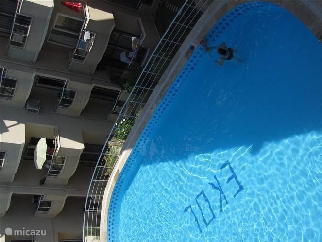 Gezamelijke zwembad