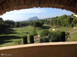Op loopafstand van de woning vind u de prachtige golfbaan golf de Ifach.