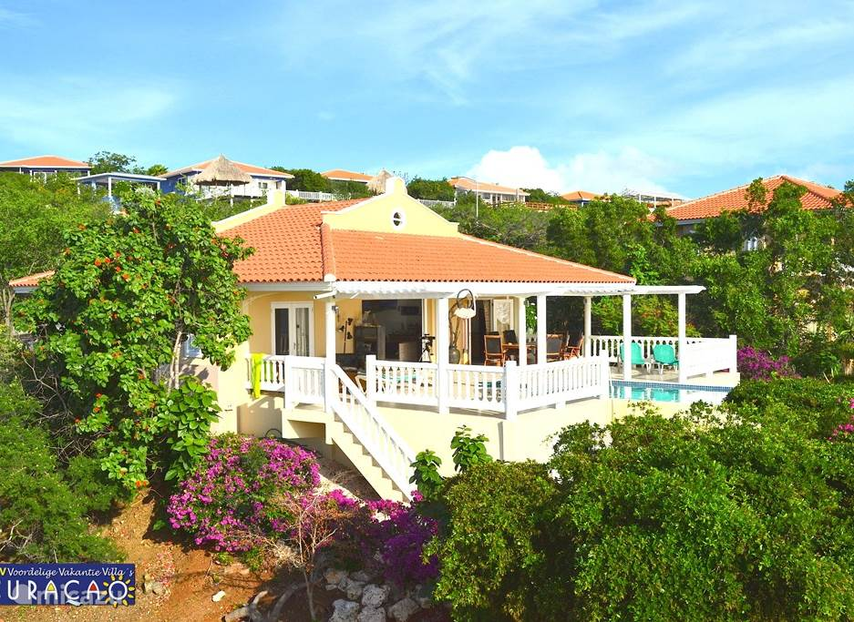 Villa Ocean Paradise gelegen in een tropische tuin.
