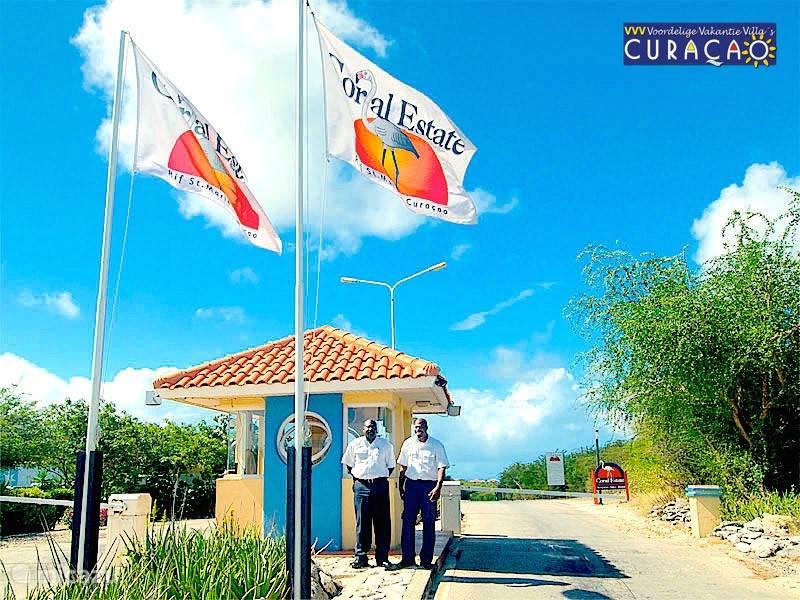Villa Ocean Paradise is gelegen op het park Coral Estate gelegen aan een baai met privé strand en uitstekend restaurant. Dit park is alleen toegankelijk via de bewaakte toegangspoort.