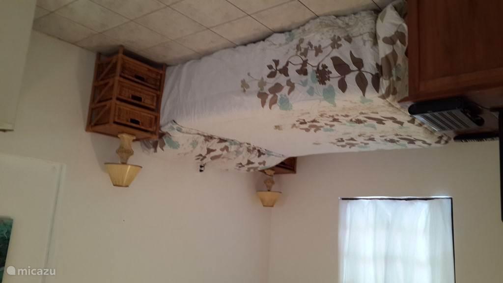 Slaaphoek met comfortabel bed (140 x 200).en airconditioning