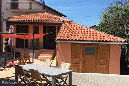 Vakantiehuis Kroatië – vakantiehuis Huisje Robbin met WiFi airco zwembad