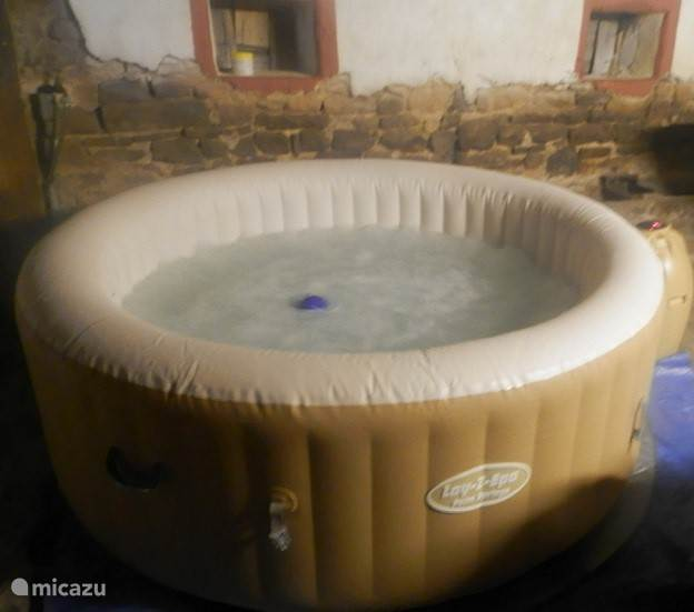 Na de sauna en het zwembad lekker de jacuzzi in.(temp. 37 graden)