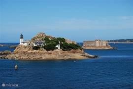 Vlakbij ons huis vindt u de prachtige baai van Morlaix met het opvallende Chateau du Taureau.