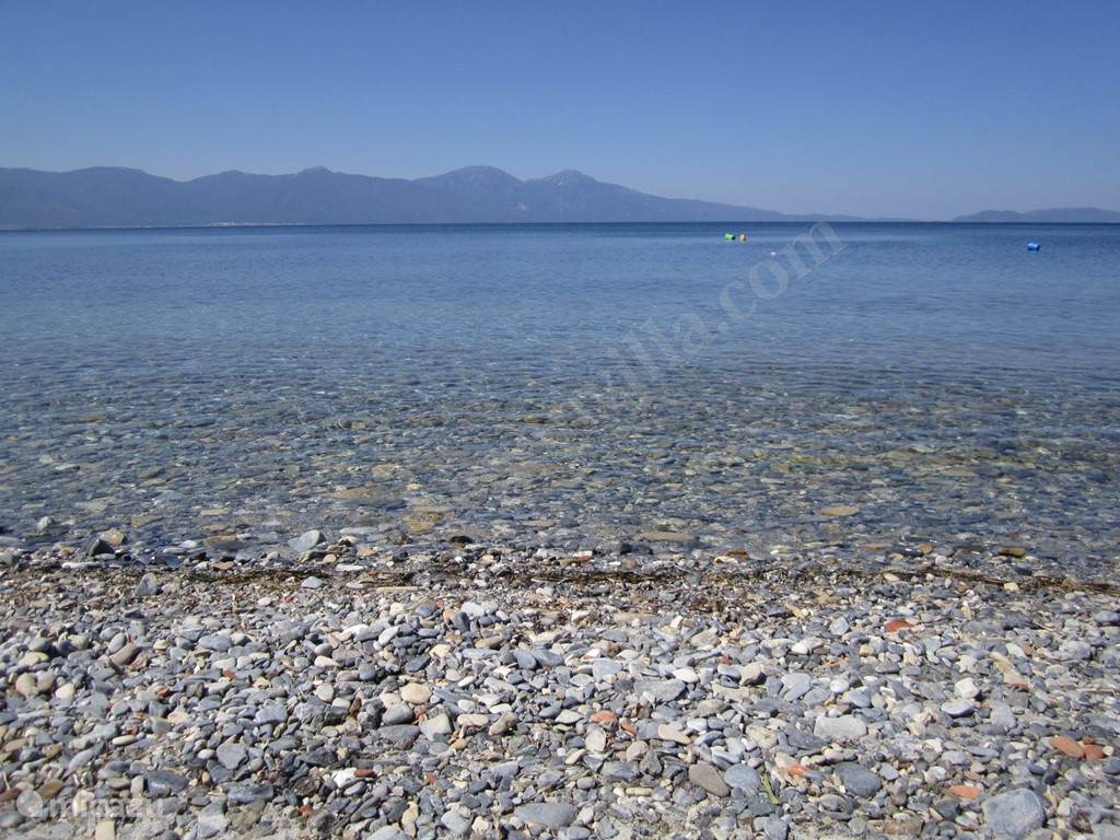 Het rustig lokaal strandje 'Yavansu Beach' juist rechtover het villapark op 150m!