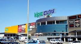 Een winkelcentrum op 2min van de villa waar u een grote supermarkt heeft met boetieken, bioscoop, fast foods, ATM, ... Alle dagen open tot 23u, zelfs op zondag! De shopping centre heeft een GRATIS shuttle die u naar huis voert met uw boodschappen!