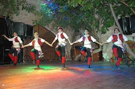 In het centrum van Kusadasi heeft u een Kervansaray, een pracht uit de 17e eeuw! Beleef hier de magie van een traditionele Turkse avond op donderdag, vrijdag of zaterdagavond... U kunt het gebouw overdag ook gewoon bezoeken of er iets eten en drinken...