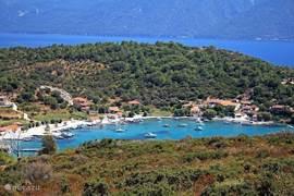 Bezoek het Griekse eiland 'Samos'! Ferries vertrekken dagelijks vanuit Kusadasi. Het is amper 90min varen... U kunt een dagticket kopen of één kopen voor 2 dagen zodat u de mogelijkheid heeft om op het eiland te overnachten! Bij aankomst kunt u een auto huren en zo het volledige eiland verkennen!
