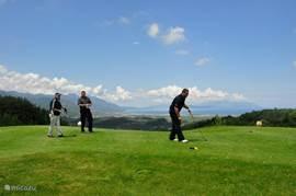 Het nieuwe Kusadasi International Golf met een adembenemend zicht over het Samos eiland! Dit golfterrein wordt nu al vergeleken met één van de mooiste ter wereld! Op slechts 4km van de villa! Tijdens het spel krijgt u een buggy (golfautootje)! Er is een restaurant met verfijnde traditionele keuken.