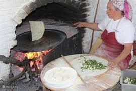 In Degirmen kunt u traditionele flensjes eten. Vandaag de dag wordt de 'Gözleme' nog steeds op die manier klaargemaakt. Ze worden gevuld met kaas, spinazie, aardappelen of zelfs suiker...