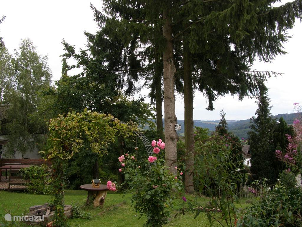 The generous garden has a lot to offer. A paved terrace runs alongside the house and there is a covered garden room with a second terrace. There are several dining tables and in the evening you can read in the garden room. The garden area consists mainly of grass and of course there is a barbecue.
