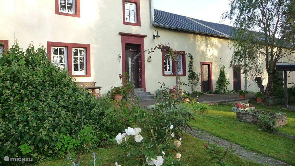 The Eifel farm dates from 1760 and contains many original details. The living area has been considerably enlarged and equipped with modern comfort. Yet you feel in the house's rich history. The view over the Nimsdal is beautiful. Nature, comfort and history is what we offer in Feuerscheid.