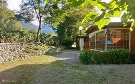 The chalet is located right next to a river and just 100 meters from the beach. The quietest and most child-friendly place on the site! In a unique quiet and spacious location with open view to the mountains, a large front garden and parking for 2 cars next to the cottage.