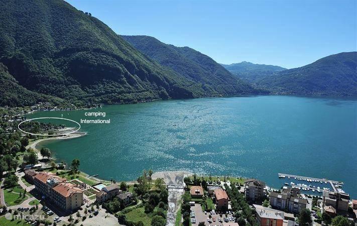 Camping Sport International direct aan het meer van Lugano met mooi strand en op loopafstand van het dorp Porlezza.