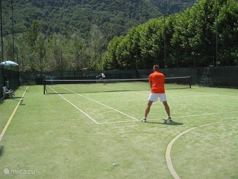 Tennisbaan op camping
