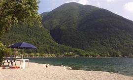 Camping has its own beautiful beach with showers on Lake Lugano with a magnificent view. For a whole day sunbathing and water fun.
