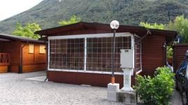 Met mooie afsluitbare veranda!