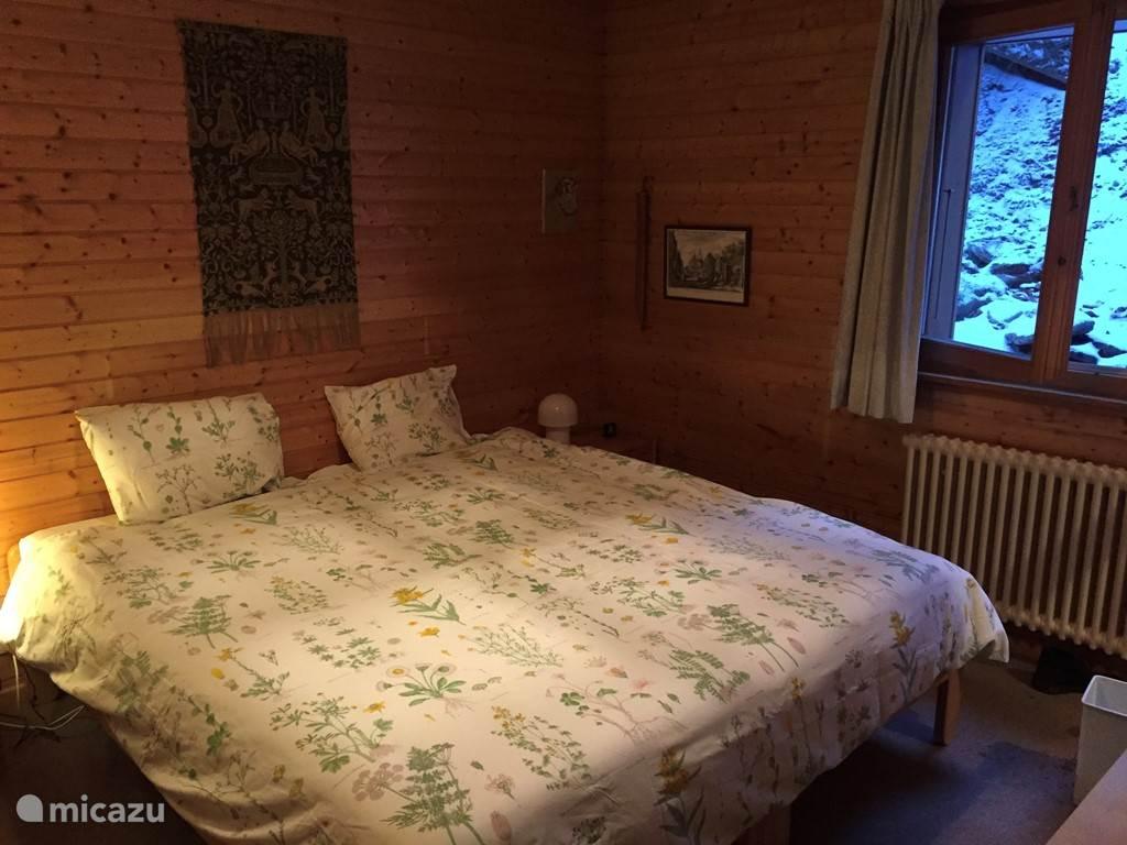 2 Persoons-slaapkamer met aangrenzende badkamer met douche en toilet