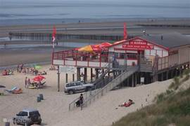 Strand van Westerschouwen op 1 km afstand van de woning.