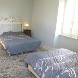 Slaapkamer met 2 tweepersoons bedden