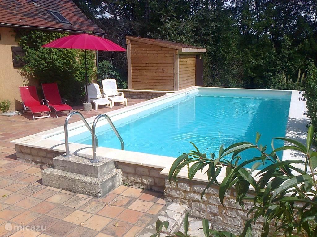 Het vernieuwde zwembad: net voor de zomer van 2014 heeft ons zwembad een metamorfose ondergaan, voor nog meer zwemgenot.