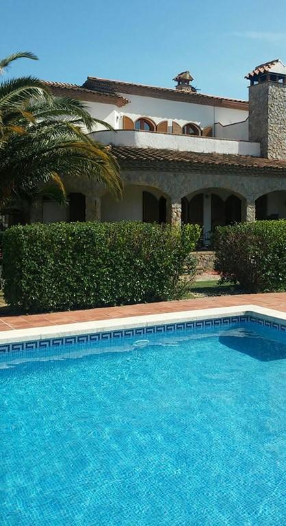 Nog beschikbaar in juli. Van 6 juli tot 17 juli, nu € 50,-korting per week. Mooi appartement in een prachtige omgeving.