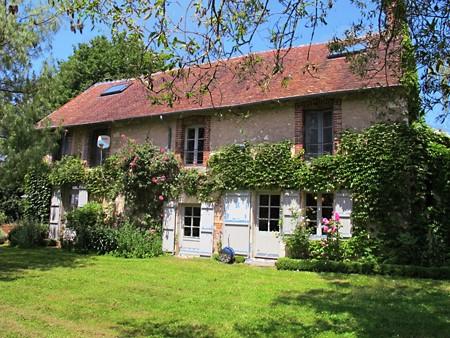 Last minute; van 29/07 tot 12/8 rustig gelegen ruim vrijstaand landhuis met grote tuin en zwembad. REEDS VERHUURD!