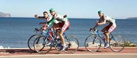 Fietspad langs de baai van Pollensa. In Mei wordt hier elk jaar de IRONMAN 70.3 Mallorca gehouden!  Thomas Cook - IRONMAN 70.3 Mallorca Alcudia, Mallorca, Spain  Race in paradise: a holiday-friendly island that features a tough, scenic course.