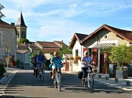 Cozy with each other or with friends by bike to explore the area.