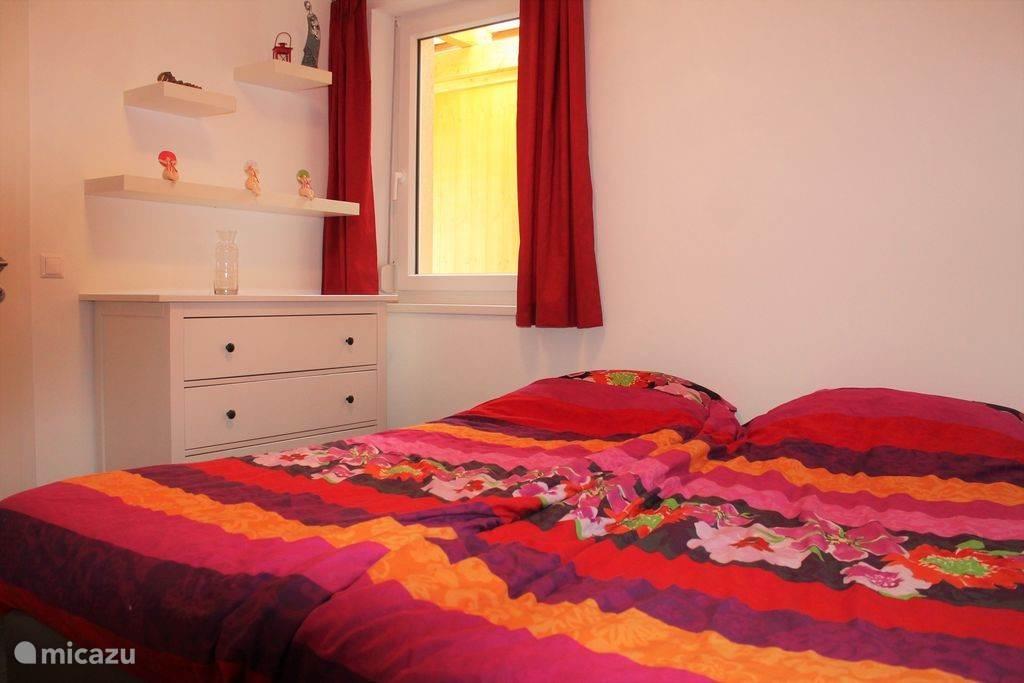 Bedroom 1 (bg)