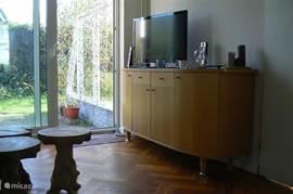 Televisie en dvd-speler, met tientallen films