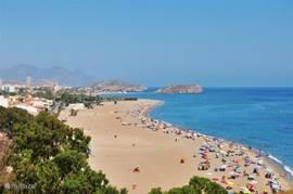 Het strand van Mazarrón een aantal kilometer verderop. Daar wilt u toch ook liggen!