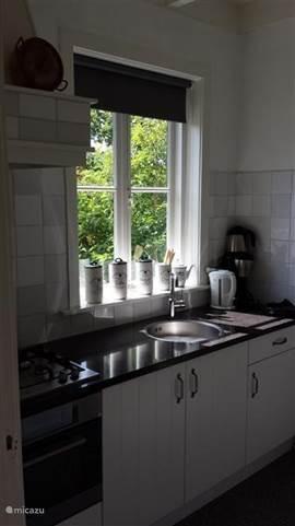 de gerenoveerde keuken