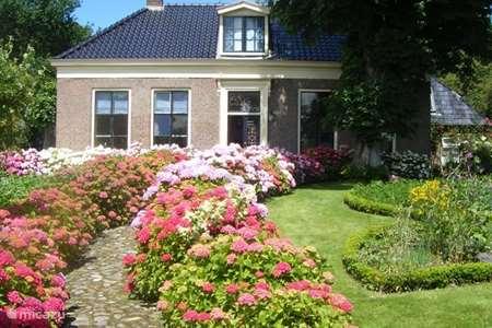 Vakantiehuis Nederland, Friesland, Dokkum vakantiehuis 10 pers.Slapenopgos aan de  wadden.