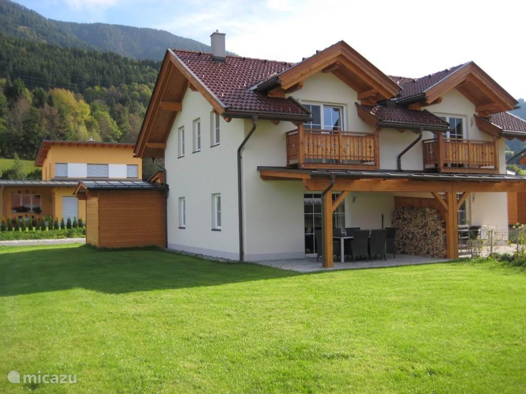 Vakantiewoning Kötschach 612. Een mooie ruime vakantiewoning voor het hele gezin. Gezellig voor de wintersportvakantie. Of lekker in de zon tijdens uw zomervakantie.