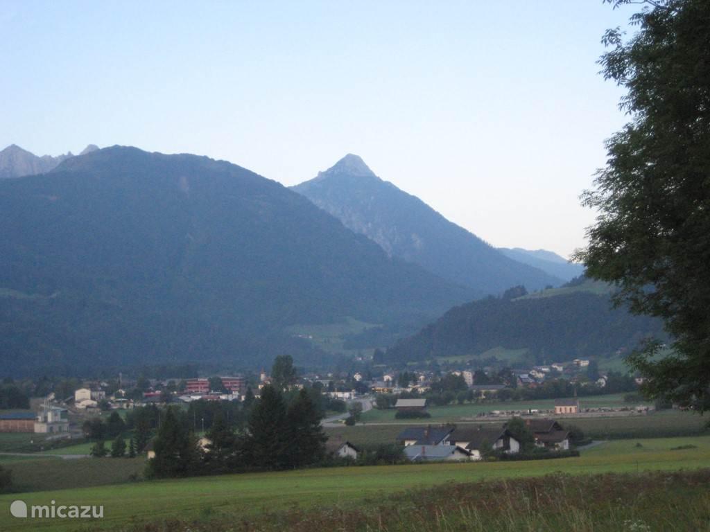 Met een prachtig vrij uitzicht op de zonnige Italiaanse bergen. Waar u hele mooie bergwandeltochten kunt maken.
