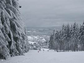 In the winter months you can use both in the village and in the surrounding villages of the cozy family slopes or cross country skiing in the nearby woods.