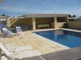 Kom tot rust in de luxe van uw prive villa met zwembad, jacuzzi en buitenbar met poolbiljart en voetbaltafel.