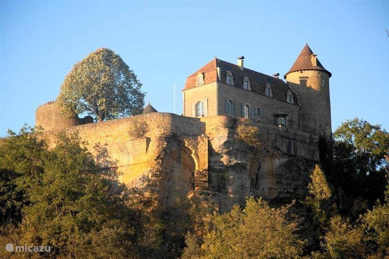 Vacation rental France, Dordogne, Milhac - manor / castle Chateau Lotoise