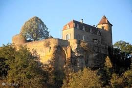 Overwelmend mooi kasteel op een heuvel