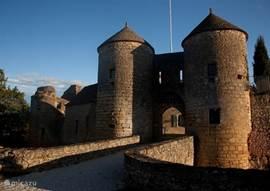 Geniet van de middeleeuwse bouwstijl tijdens uw verblijf.